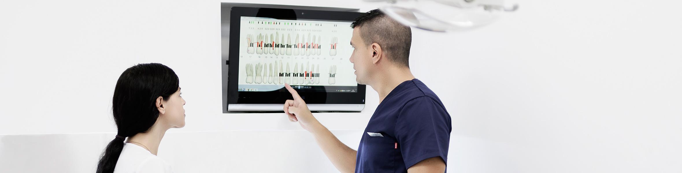 equipo médico en dental center diparr